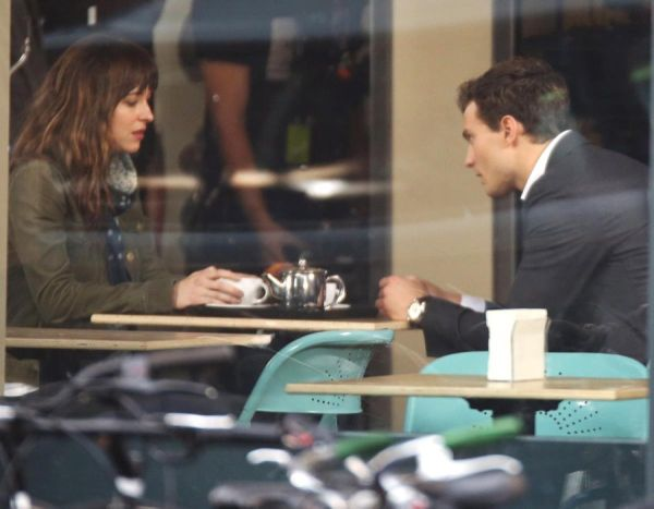 jamie-dornan-dakota-johnson-set-50-shades-grey
