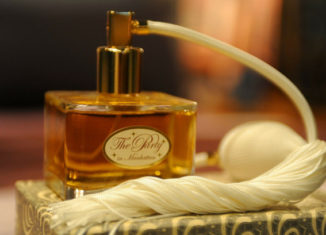 sticla cu parfum