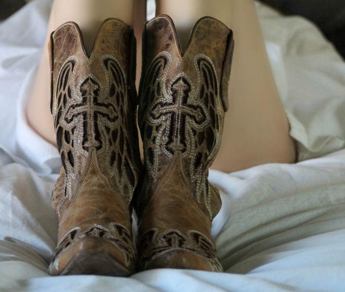 femeie incaltata cu cizme western rodeo