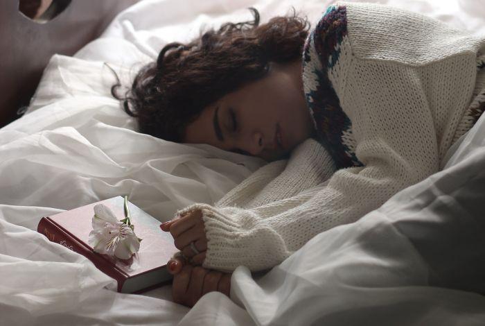 femeie care doarme