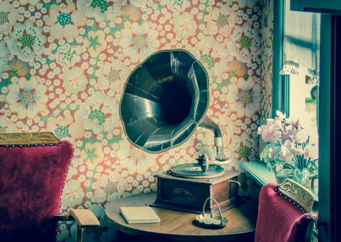 Gramofonul este unul dintre obiectele care fac parte din stilul vintage în design interior