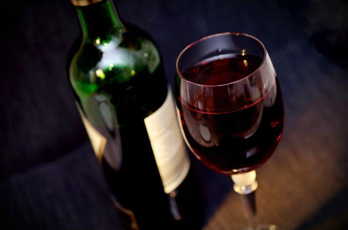 Un pahar cu vin roșu este benefic pentru sănătate